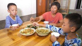 媳婦買一袋腐竹,到菜地摘一條黃瓜,簡單一拌,兒子連吃3碗米飯