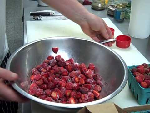 How to Make Balsamic Strawberries