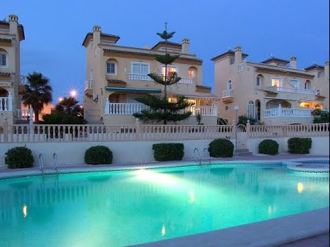3 Bedroom Townhouse Benijofar €149,000 www.fiestaproperties.com