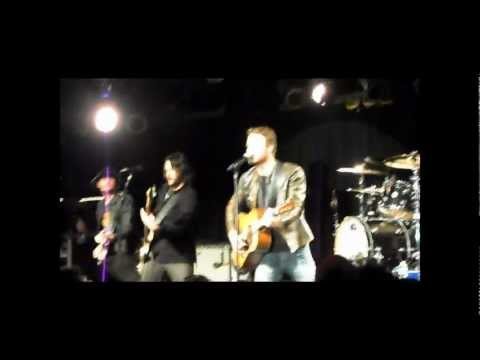 Dierks Bentley - Am I The Only One (Live at Joe's Bar 2/9/12)