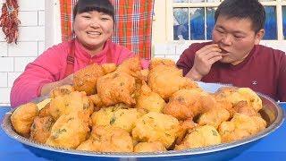 """【陕北霞姐】2碗面粉,6个鸡蛋,做陕北小吃""""鸡蛋泡泡"""",酥软可口,弟弟吃美了!"""