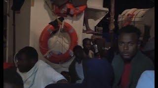 Франция и еще 5 стран ЕС распределят 230 мигрантов, спасенных у берегов Ливии
