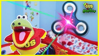 Download GIANT FIDGET SPINNER TOY visits Gus and Hunt for magical fidget spinner Video