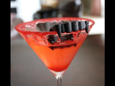 Killer Halloween Party Cocktail - Vampire Kiss Martini Drink Recipes