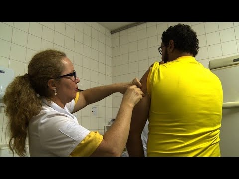 Brazil urges yellow fever vaccination as carnival approaches