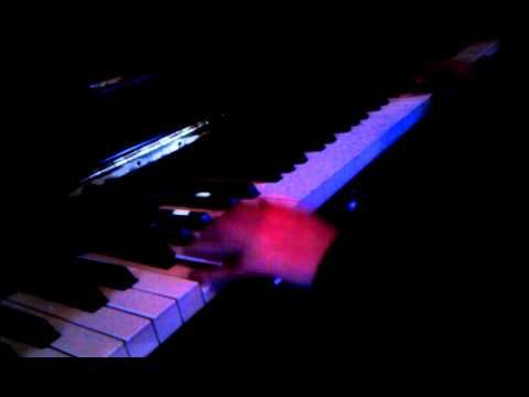 PORTAL 2 THEME PIANO EASY :D