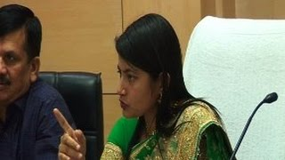 IAS B Chandrakala Ne Li Officers Ki Class - Live Video
