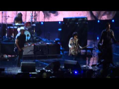 Em noite de Nirvana, Joan Jett se apresenta com remanescentes e Courtney Love faz as pazes com Dave Grohl