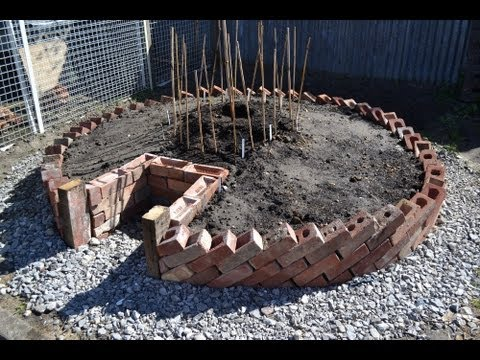 Keyhole Garden - How to build a Keyhole Garden / Raised Bed Vegetable Patch
