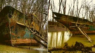 A Kayaker Found And Explored A 110-Year-Old Ship That Was Decaying In The Ohio River