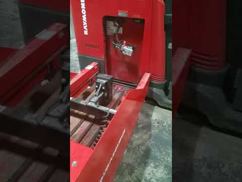 How to Change the raymond forklift battery with power truck and magnet