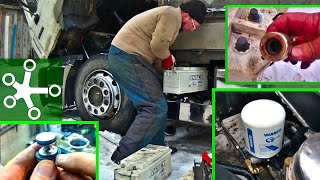 Замена осушителя воздуха на Manе; приспособа для зачистки клемм и установка АКБ