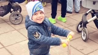 Детский ВЛОГ: Маленький Блоггер. Vlog Прогуляли детский сад, катаемся на машинах и самокате в Парке