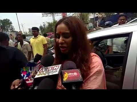 అర్థనగ్న నిరసన గురించి  శ్రీ రెడ్డి ఏమంటుందో వినండి || LIFE TV