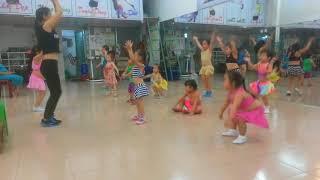 Tyna 31m múa aerobic bài Cười lên bạn nhé