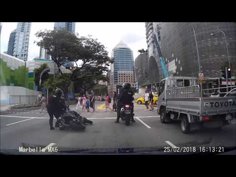 25feb2018 singapore police rapid deployment troop bike fall
