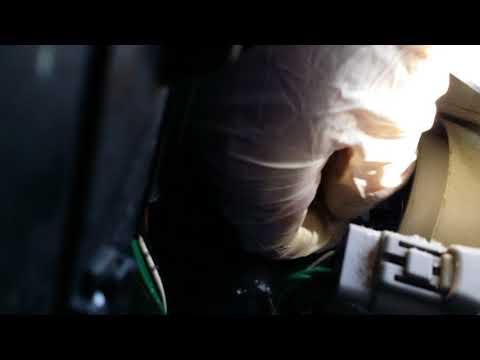 2007 Toyota Yaris Sedan headlight bulb replacement...Part 1