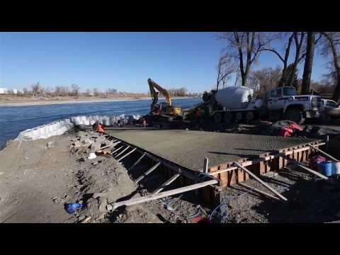 Holding back the river to install an immovable boat ramp