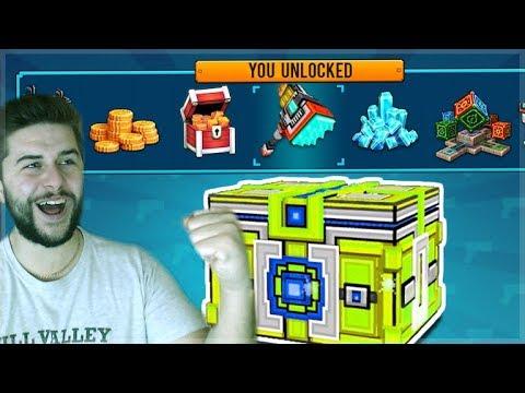 OMG! BEST SUPER CHEST CRATE OPENING! WE UNLOCKED 5 WEAPONS!! | Pixel Gun 3D