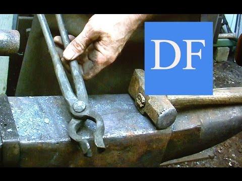 Blacksmithing for beginners -  Forging blacksmith tongs  5