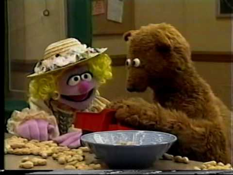 Sesame Street - Baby Bear Receives a Package