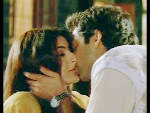 Xxx Mp4 Abhay Deol And Soha Ali Khan Kissing Scene Ahista Ahista Innocent Kiss Hindi Movie 3gp Sex