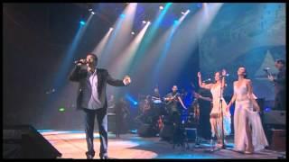 יואב יצחק הקולות של פיראוס הופעה בהיכל Yoav Itzhak