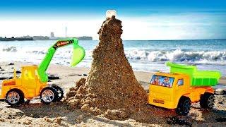 Spiele im Sand: der #Traktor und der #Laster bauen einen Leuchtturm – Videos mit #Spielzeugautos