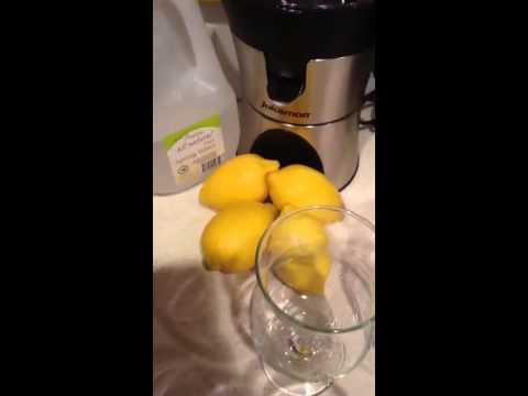 Making Fresh-Squeezed Lemonade !