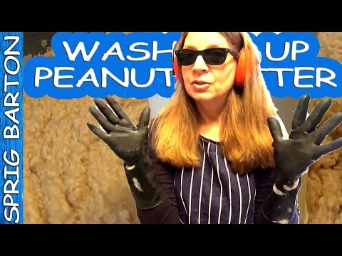 HOW TO WASH PEANUTBUTTER  DISHES ★ USE RUBBER GLOVES ★ VIRAL VIDEO DISHWASHING WOMAN