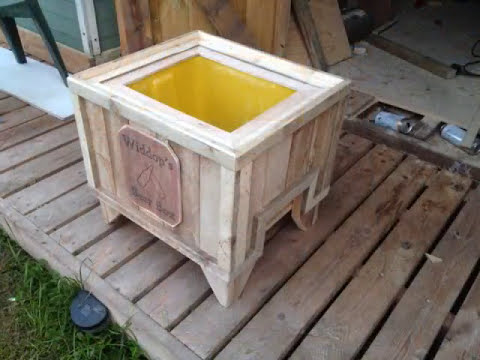 How To Make A Beer Cooler Out Of Pallets & A Square Container