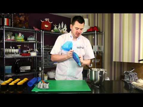 How to Make a Two Tone Swirl Cupcake