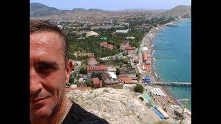 Город Судак. Высокий курортный сезон. Лето 2018 в Крыму
