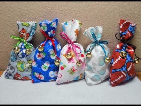DIY~Make These Cute NO-Sew Flannel Christmas Favor Gift Bags!
