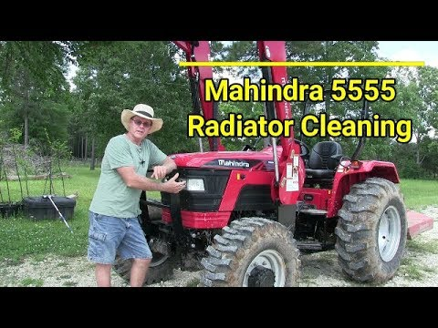 Mahindra 5555 - Cleaning radiator front grill - trash guard.