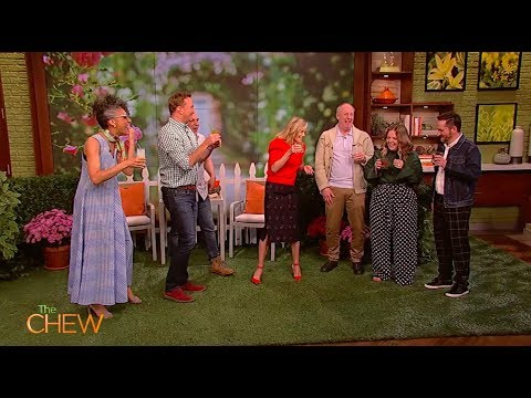 Melissa McCarthy, Julie Bowen, Ben Falcone and Matt Walsh stop by The Chew