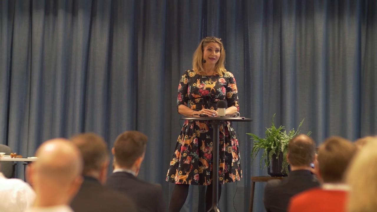 Katerina Janouch talar om yttrandefrihet på Medborgerlig Samlings partistämma