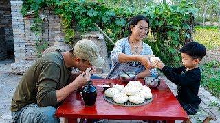 【农家的小勇】小勇做白菜鸡蛋馅包子,热腾腾大包子蘸醋吃,3个下肚撑了还想吃