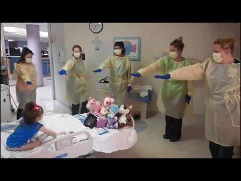 Watch Nurses Do The Hokey Pokey With Sick 3-Year-Old In Hospital