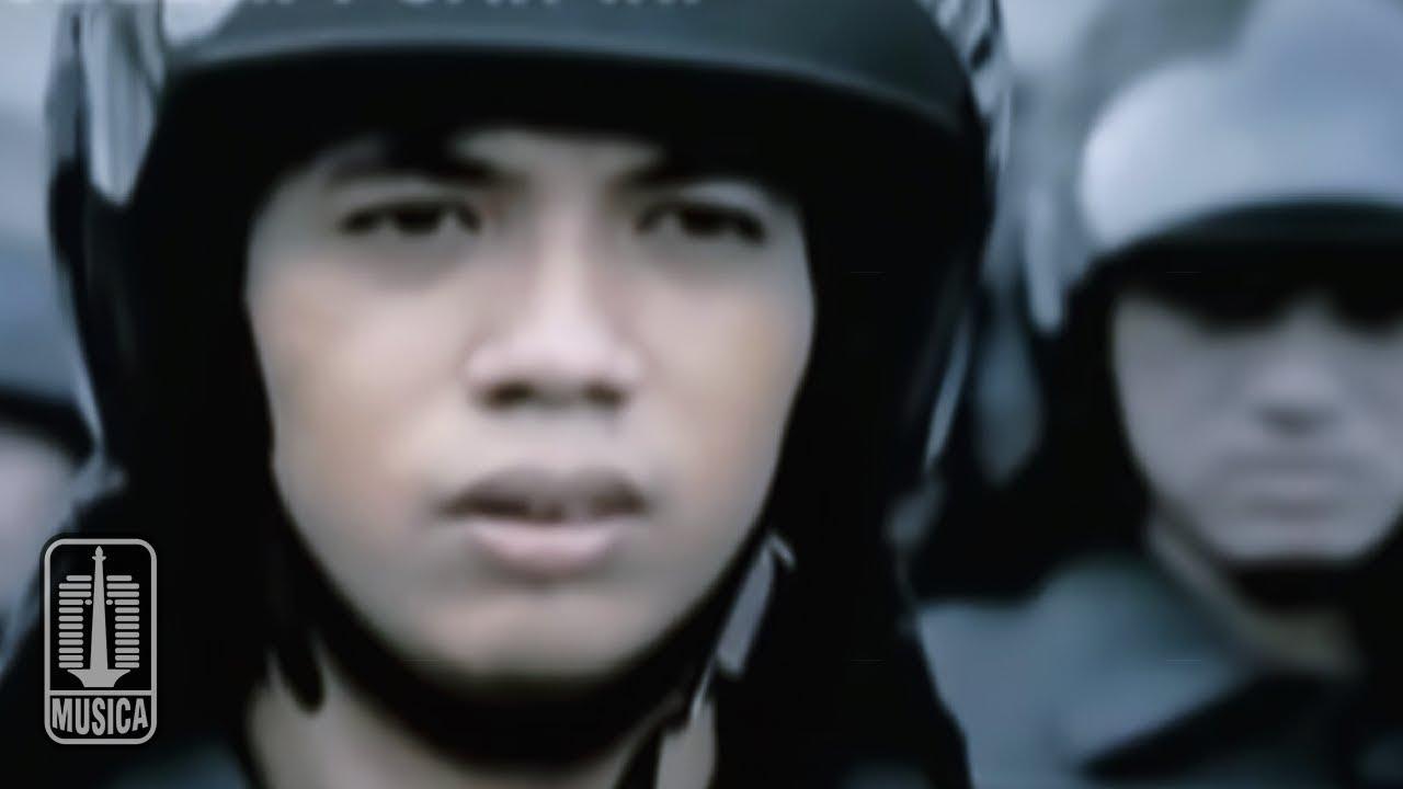 Download D'MASIV - Sudahi Perih Ini (Official Music Video) MP3 Gratis