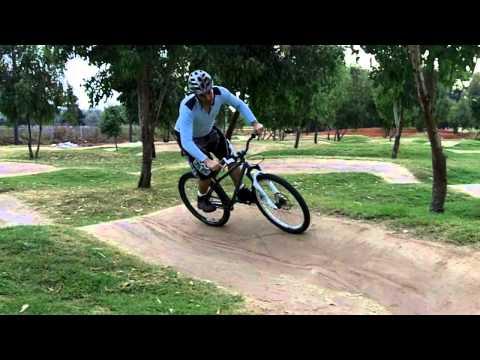 How to ride pumptrack - mountain biking skills
