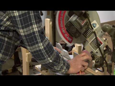 Home Improvements : How to Cut Corner Moldings