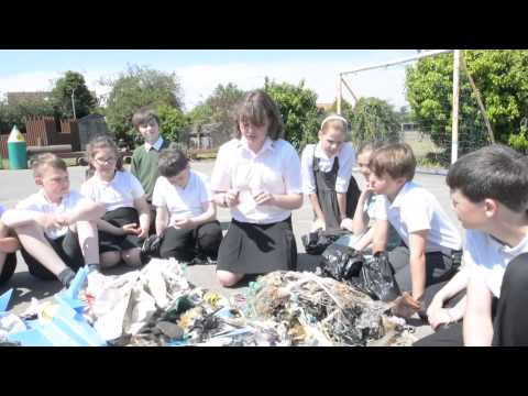 Benhall Primary School litter pick at Aldeburgh beach