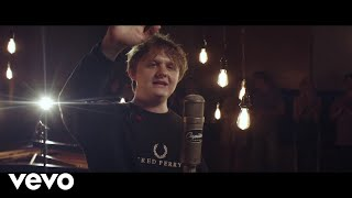 Lewis Capaldi - Hold Me While You Wait (1 Mic 1 Take / Live from Capitol Studios)