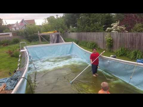 Cleaning intex pool