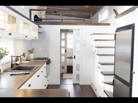 The Laurier, Luxurious Offthegrid tiny house on wheels