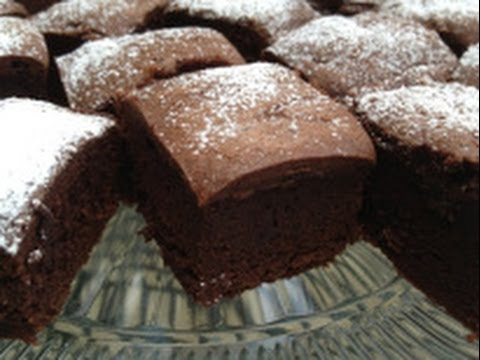How to Make Fudgy Irish Cream Brownies for St. Patrick's Day - St. Patty's Recipe
