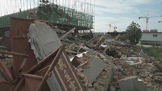 #x202b;شاهد: الصين تهدم كنيسة بروتستانتية والقس يتحدى السلطات#x202c;lrm;