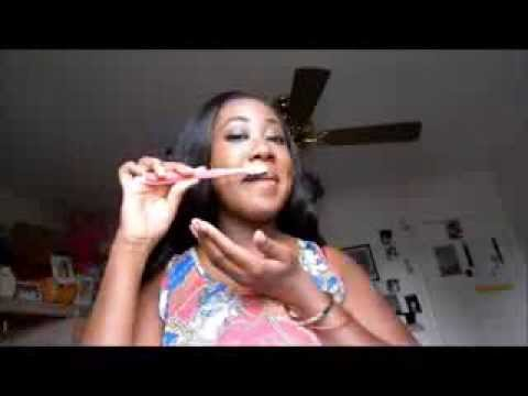 IM BACCCK! - HOW TO REMOVE DEAD SKIN OFF YOUR LIPS
