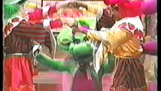 Barney the Dinosaur Outtakes - Baby Bop's head comes off (Be My Valentine, Love Barney - VHS)